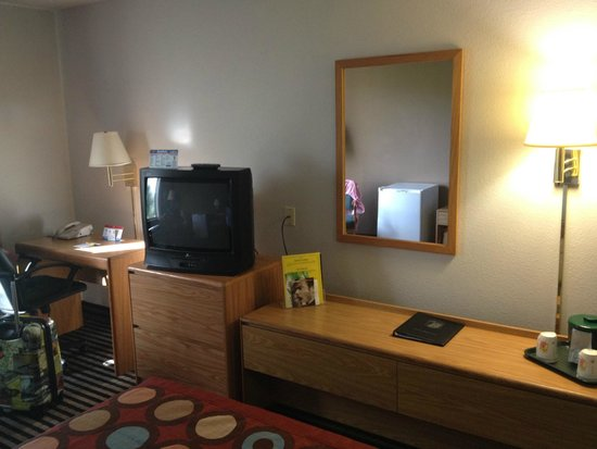 Super 8 Wausau: Our room