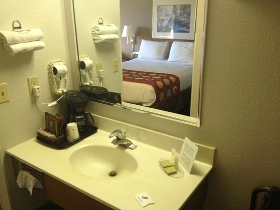 Super 8 Wausau: Bathroom amenities