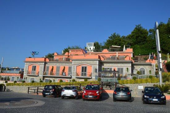 Hotel Prestige Sorrento: hôtel vu du parking