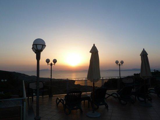 Hotel Prestige Sorrento: panorama pris de la piscine