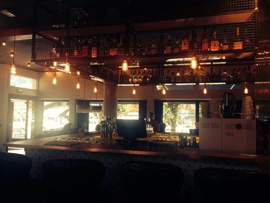 Pointe Isabelle Hotel : Snyggt inredd bar och hotell. Chamonixs absolut bästa cappuccino. Mycket fint hotell och trevlig