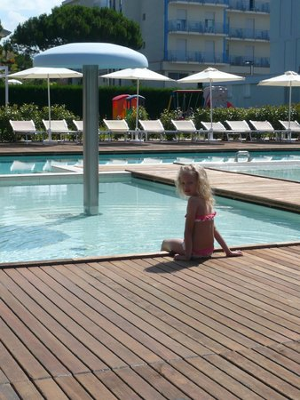 Domino Suite Hotel: piscina per piccoli