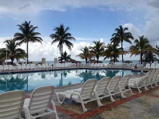 Viva Wyndham Fortuna Beach: Pool overlooking the beach