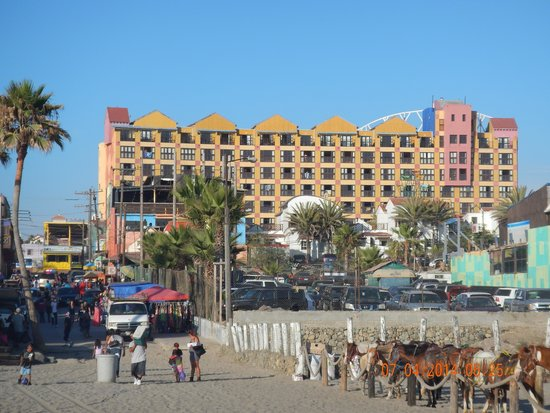 Hotel Festival Plaza: Hotel view from the beach