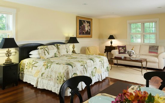 Inn at Sunrise Point : The Garden House Suite