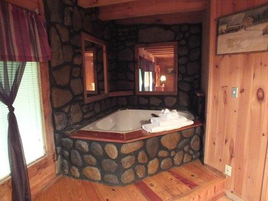 Elk Springs Resort: Cool tub!