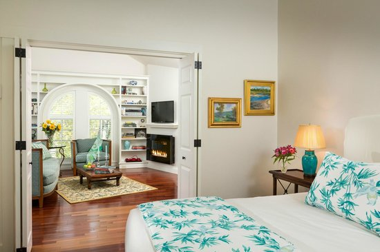 Inn at Sunrise Point : The Longfellow Suite