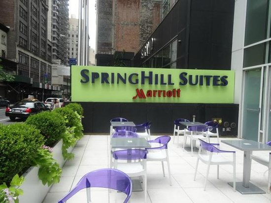 SpringHill Suites New York Midtown Manhattan/Fifth Avenue: Front of Hotel