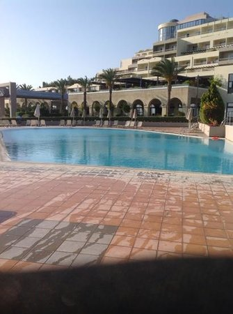 Kipriotis Panorama Hotel & Suites: main pool looking to the hotel