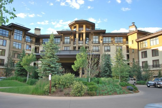 Viceroy Snowmass: Front of the hotel