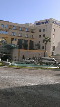 Hilton Malta: Entrance to hotel