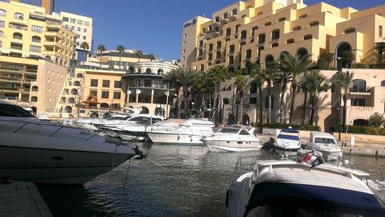 Hilton Malta: Nearby marina
