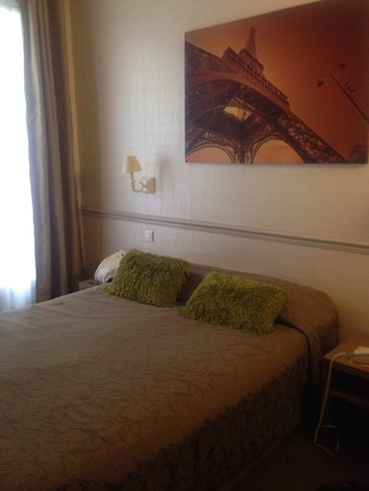 Hotel de la cite Rougemont: Small but clean room