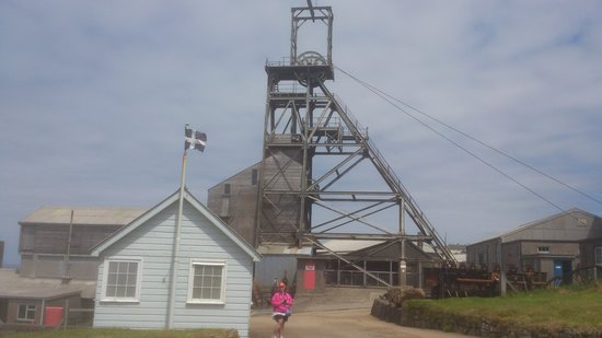Geevor Tin Mine: geever mine shaft