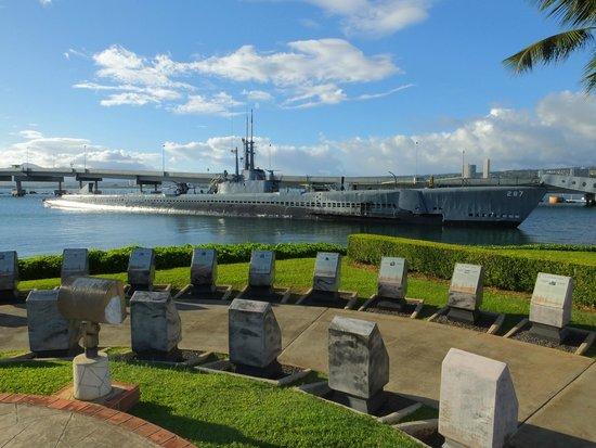 USS Bowfin Submarine Museum & Park : USS Bowfin & Memorial..!