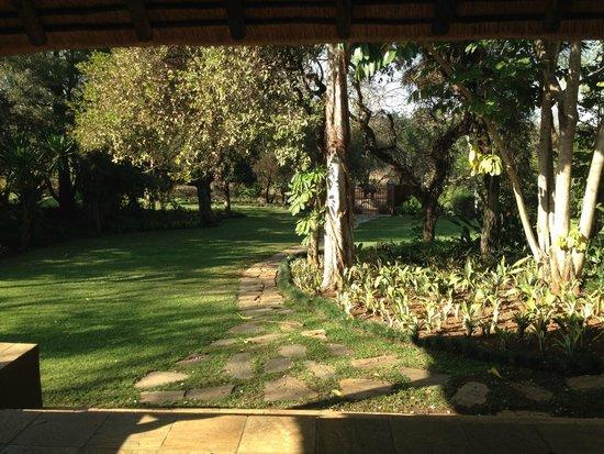 Khaya Ndlovu Manor House: Gardens