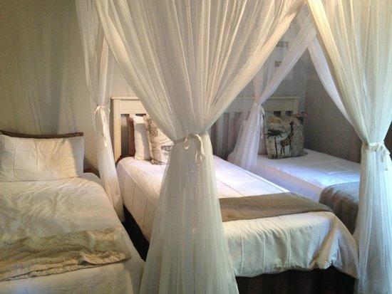Khaya Ndlovu Manor House : Kids room in the Garden Suite