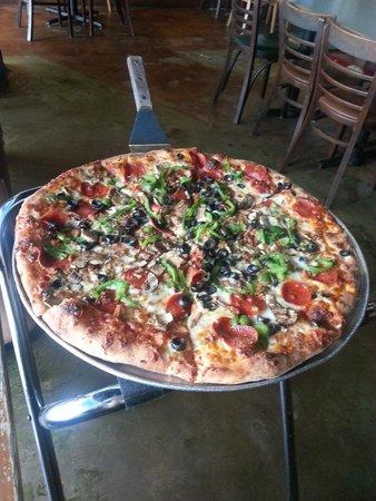 Momo's Pizza : Tasty Deluxe pizza
