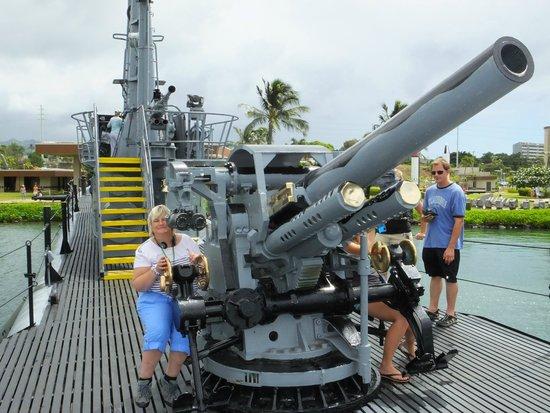 USS Bowfin Submarine Museum & Park: Manning the Gun..!