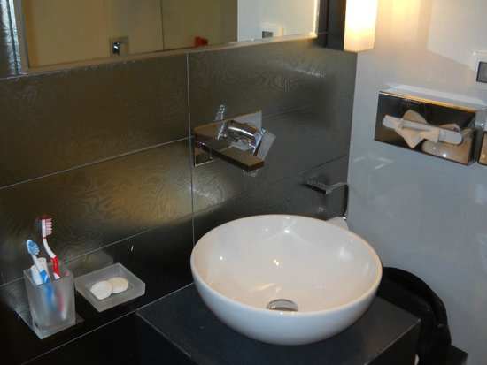 Hotel Lapad: bathroom