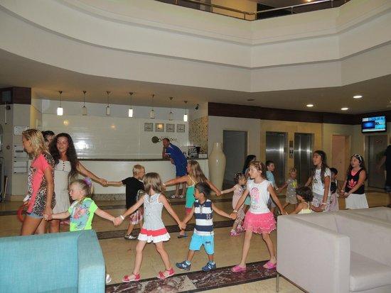 Hotel Mirador Resort & Spa: аниматоры занимались с детьми каждый день, кроме воскресенья