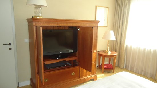 Millennium Court, Budapest - Marriott Executive Apartments: Bedroom LCD flat TV set (another in living room)