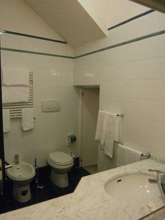 Mecenate Palace: 2nd bath