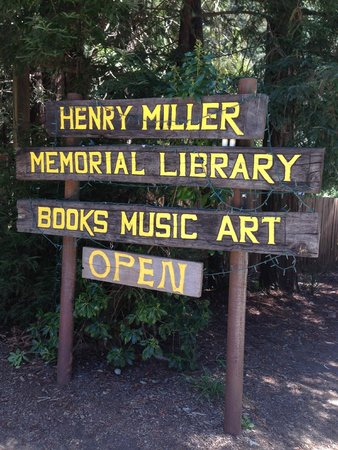 Henry Miller Memorial Library : Easy to spot sign to the entrance of the