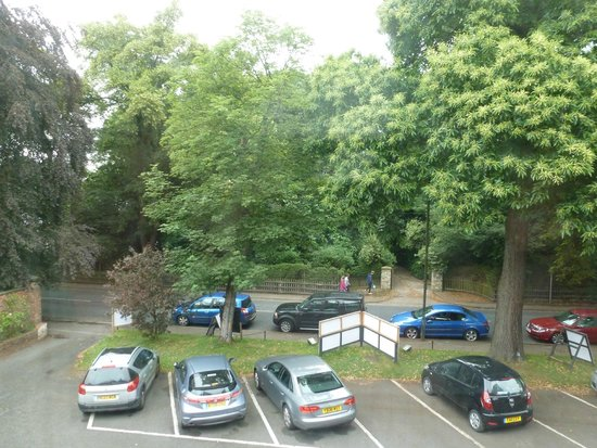 Beechwood Close Hotel: VIEW FROM ROOM 7 WINDOW SKIPTON ROAD