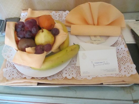 Villa Igea: Welcome back bowl of fruit in room