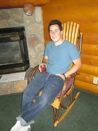 Baker Creek Mountain Resort: Enjoying the rustic rocking chair