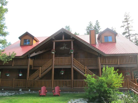 Baker Creek Mountain Resort: Front view of the lodge