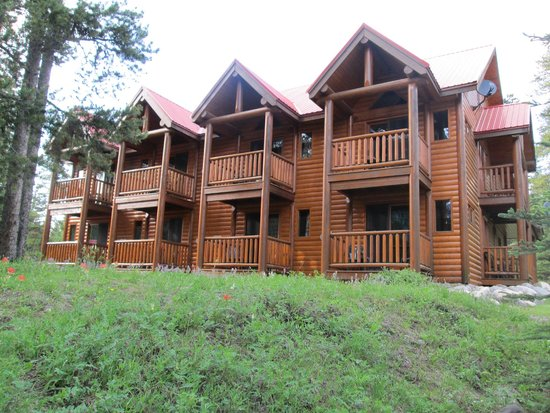 Baker Creek Mountain Resort: Back view of the lodge