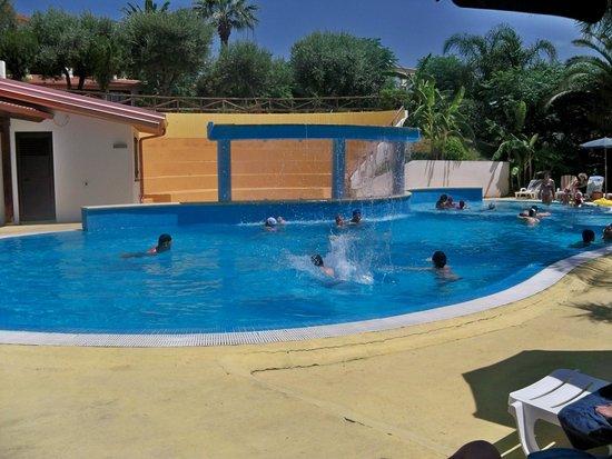 Residence Hotel La Taverna: Piscina