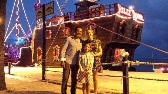 Barco Pirata Jolly Roger Cancún: La noche perfecta para mi familia