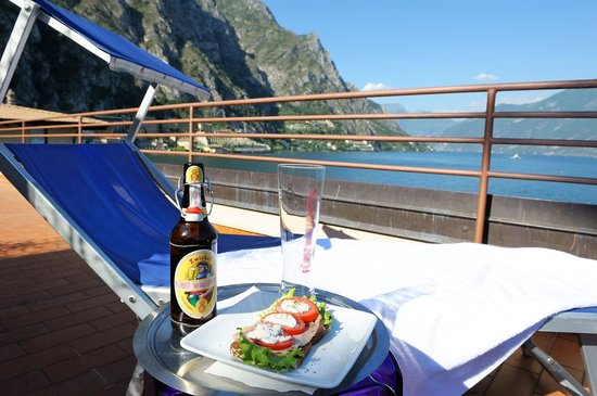 Hotel Garni Sole: Roof terrace with chairs