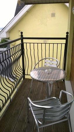 Bella Vista Hotel & Self Catering Suites: Balcony at Suite 9