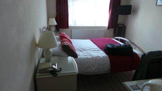 Camelia Hotel : Very comfy bed.