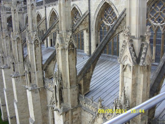 Catedral de York: The Buttresses from on the Minster's roof.