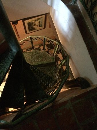 The Gallery Inn: The spiral staircase to our room