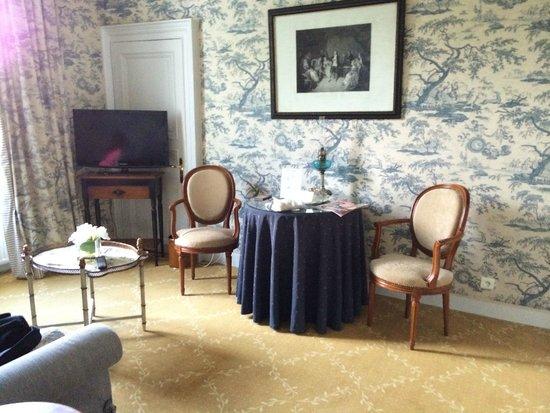 Hotel Le Manoir les Minimes : Salon de la Suite