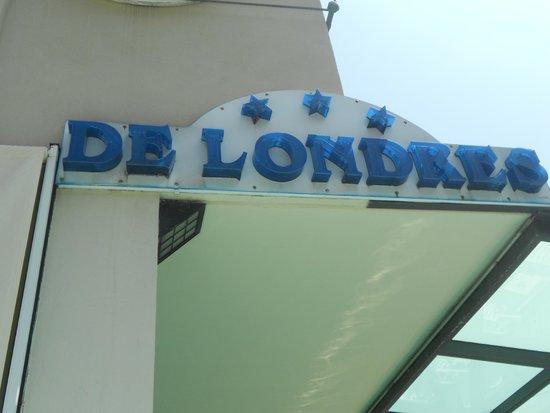 Hotel De Londres : insegna vista dalla piscina