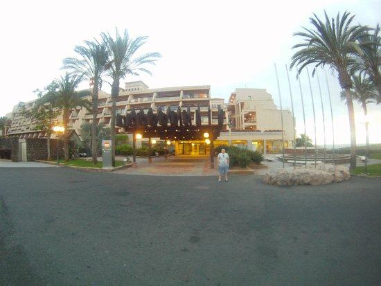 ClubHotel Riu Buena Vista : Front of hotel