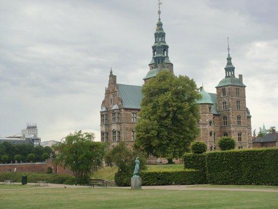 Château de Rosenborg : Vista de todo  el CASTILLO