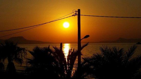 SENTIDO Aegean Pearl: Pôr do sol do quarto 800