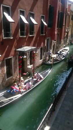 Hotel dell'Opera: Traffic jam on the canal beneath balcony