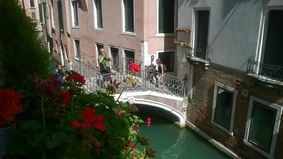 Hotel dell'Opera : Canal bridge from room window