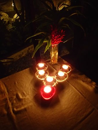 Las Cascadas Lodge: Our last night...Olvin's special heart-shaped candles!