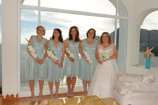 Hotel Tramonto d'Oro: Bride and bridesmaids - amazing background