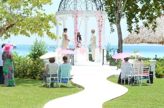 Beaches Negril Resort Spa Retie The Knot Ceremony At Beach Gazebo